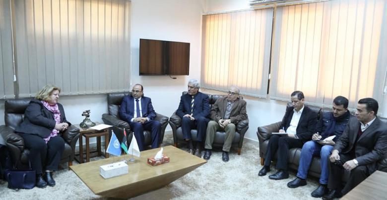 جانب من اجتماع رئيس المجلس التسييري لبلدية بنغازي مع وفد من البعثة الأممية في ليبيا