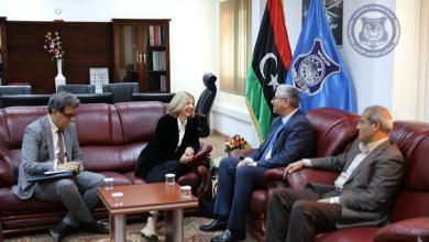 جانب من اجتماع فتحي باشاغا والسفيرة الفرنسية لدى ليبيا بياتريس دوهيلين