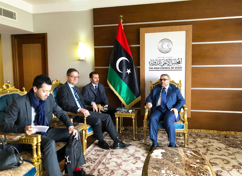 رئيس المجلس الأعلى للدولة خالد المشري مع السفير الألماني أوليفر أوفكزا