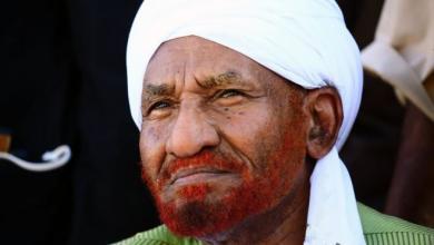 Photo of المهدي يدعو البشير إلى التنحي