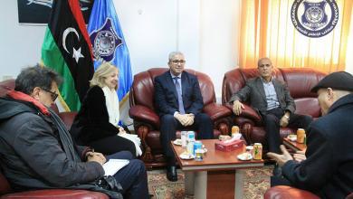سفيرة فرنسا لدى ليبيا، بياتريس دوهلين، أثناء لقاء مع وزير الداخلية المُفوض، فتحي باشاغا