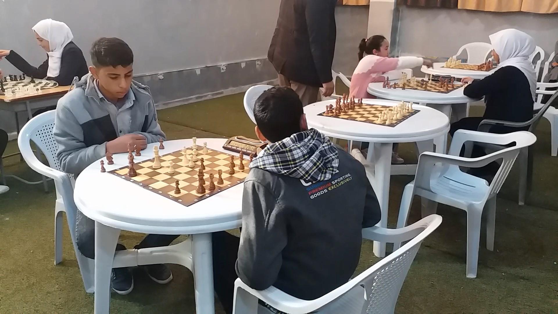 تتويج الفائزين في الشطرنج والتنس في بلدة القبة