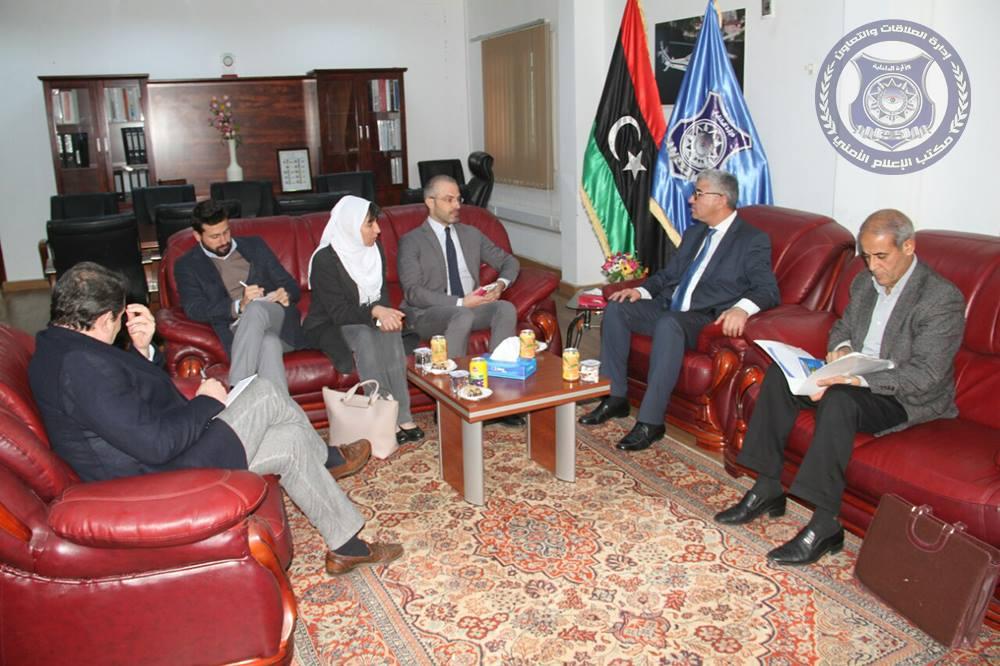 """باشاغا  مع القائم بأعمال سفارة إيطاليا لدي ليبيا """"نيكولا أورلاند""""."""