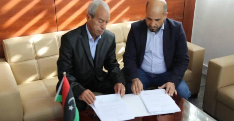 فوزي أونيس ورئيس المجلس المحلي تاورغاء عبد الرحمن الشكشاك