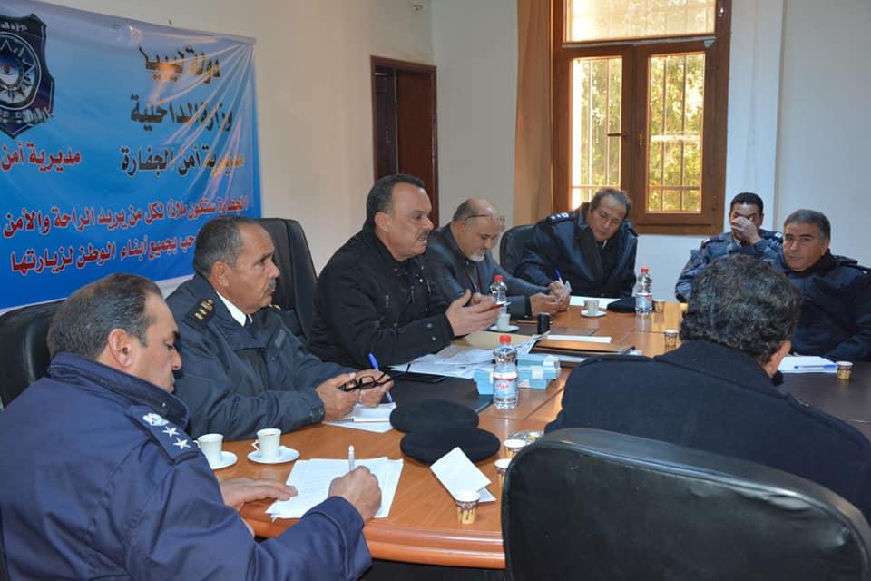 مدير أمن الجفارة العميد عبد الناصر إلطيف مع رؤوساء الأجهزة الأمنية والأقسام ومراكز الشرطة
