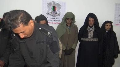 Photo of ضبط مهاجرين يرتدون ملابس نسائية