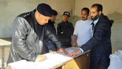 صورة الحرس البلدي بنغازي يراقب عمل المخابز