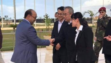 الوفد الصيني مع رئيس المجلس التسييري لبلدية بنغازي