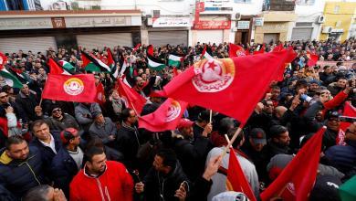 Photo of إضراب القطاع العام في تونس يشل الحركة في عموم الولايات