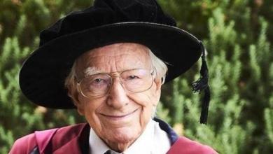 الأسترالي ديفيد بوتوملي البالغ من العمر 94 عاما