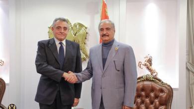 المشير خليفة حفتر والسفير الإيطالي لدى ليبيا جوزيبي بوشينو