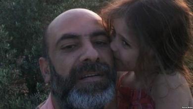 Photo of مواطن لبناني يحترق بنار أقساط ابنته المدرسية