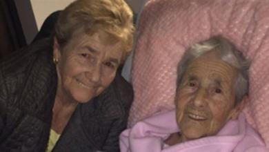 بولين غونز مع والدتها كاثلين