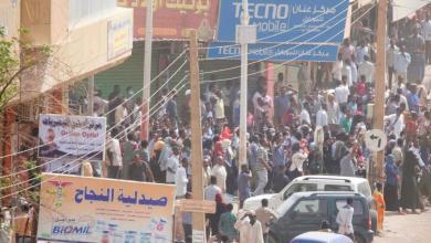 متظاهرون سودانيون خلال تحرك احتجاجي في العاصمة الخرطوم
