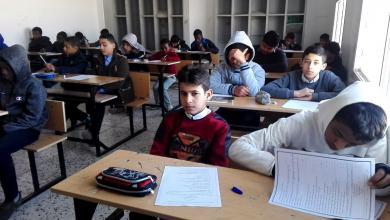 الامتحانات في مدرسة القدس للتعليم الأساسي بمدينة هون
