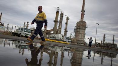 """Photo of النفط يُحلق فوق """"مستوى جديد"""".. للمرة الأولى"""