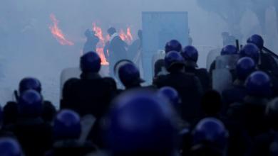 Photo of الأمن الجزائري يعلن اعتقال عشرات المتظاهرين