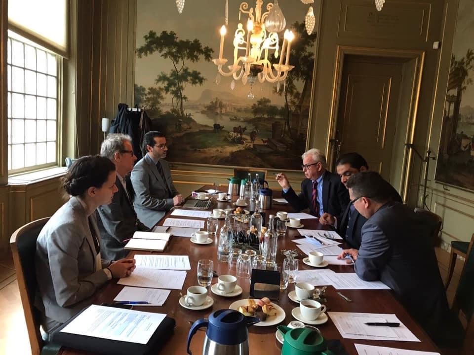 محمد لملوم مع عدد من المسؤولين الهولنديين