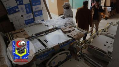 شحنة معدات طبية أمريكية تصل مركز طبرق الطبي