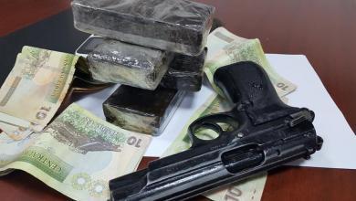 """أمن بنغازي يضبط تاجر مخدرات في """"شارع العشرين"""""""