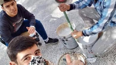 "Photo of ""طلبة"" يقومون بصيانة ""مدرستهم القديمة"""