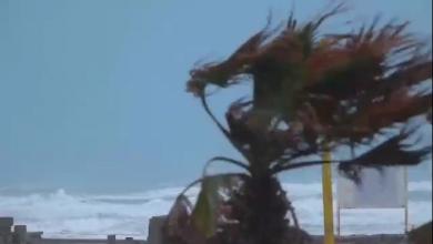 Photo of أمطار غزيرة ورياح قوية ترفع أمواج بحر زوارة