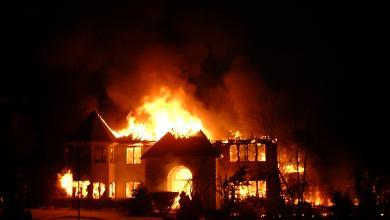 صورة مقتل 4 أطفال بحريق اندلع في منزل الرعب