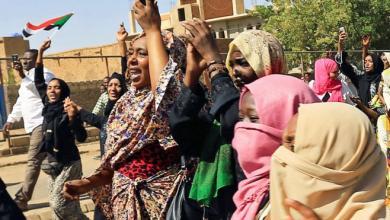 Photo of المرأة السودانية تتقدّم صفوف الاحتجاجات