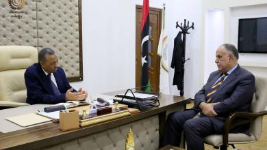 رئيس الحكومة المؤقتة عبد الله الثني مع وزير الداخلية بالحكومة إبراهيم بو شناف