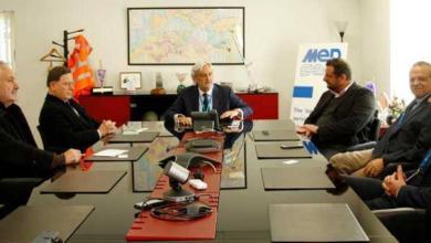 رئيس الوزراء المالطي الأسبق ألفريد سانت مع وفد إدارة مجموعة ميد سيرف المالطية للخدمات النفطية