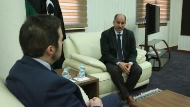 اجتماع عبد السلام كاجمان مع القائم بالأعمال البريطاني انغوس ماكي