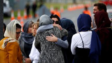 النيوزيلنديون يحيون ذكرى الحادث الإرهابي بالحجاب والصمت