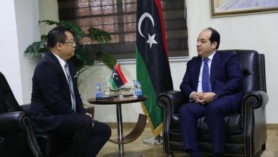 """Photo of """"معيتيق"""" يستقبل مبعوث """"رئيس الفلبين"""" في طرابلس"""