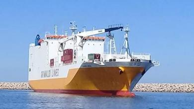 """صورة بواخر """"بضائع وسيارات"""" ترسو في ميناء بنغازي"""