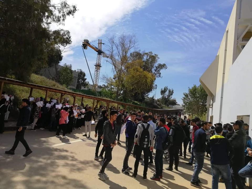 طلبة بجامعة طرابلس