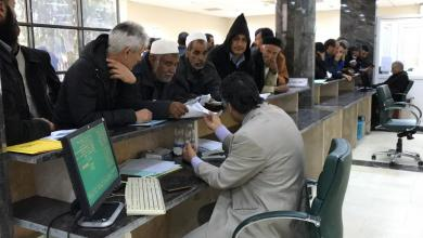 صورة مصرف الجمهورية فرع بدر يتسلم طلبات صرف الـ500 دولار