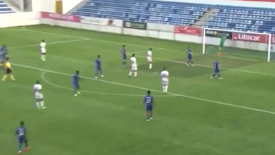 "Photo of هدف من ""منتصف الملعب"".. شاهد لتُصدّق"