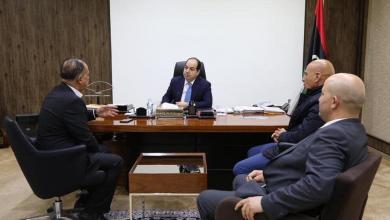 رئيس اللجنة الأولمبية الليبية جمال الزروق مع نائب رئيس المجلس الرئاسي أحمد معيتيق