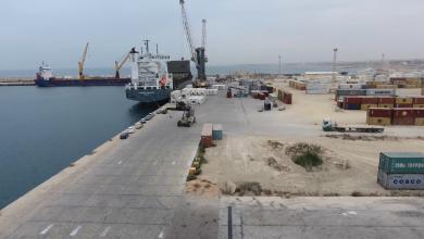 """Photo of سفن """"حبوب وبضائع"""" ترسو في ميناء الخمس"""