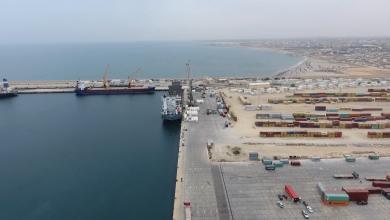 Photo of حركة تجارية نشطة بميناء الخمس البحري