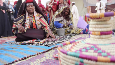 Photo of المرأة في قبرعون تتشبث بالأصالة والتراث