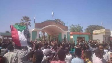 Photo of السودان..احتجاجات مليونية أمام مقر الجيش