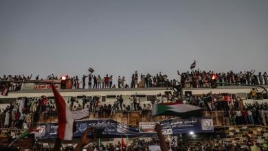 Photo of السودان.. دعوات لتسليم السلطة إلى حكومة مدنية