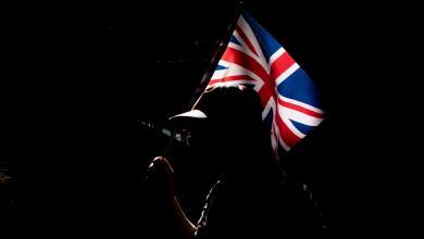 """صورة تندّر بريطاني: """"إيفل"""" يتغلب على """"بريكست"""""""