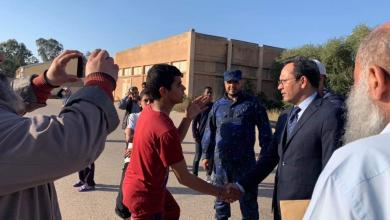 تعليم الوفاق تَطمئّن على طلبة عين زارة النازحين