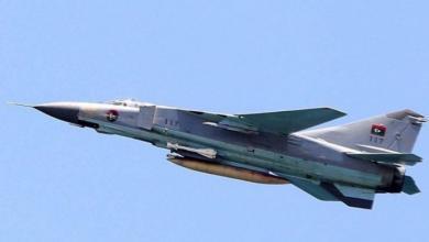 صورة قصف يستهدف قاعدة الجفرة الجوية