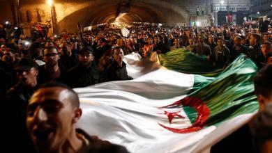 احتفالات الشارع الجزائري باستقالة الرئيس الجزائري عبدالعزيز بوتفليقة