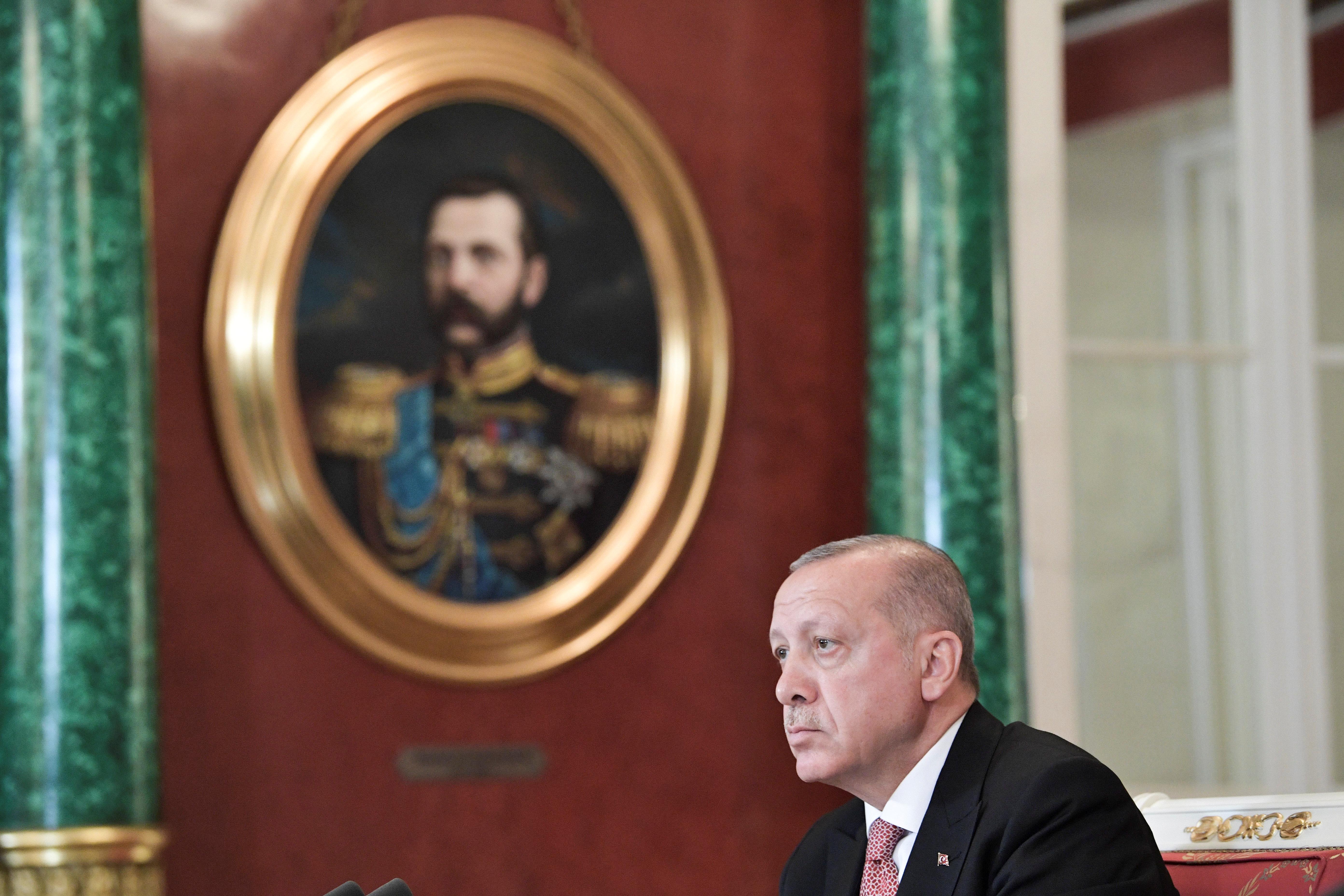 بعد خسارته.. أردوغان يتوعّد خصومه داخل الحزب