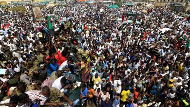 """صورة الشارع السوداني.. غضْب ورفْض لـ""""الانقلاب العسكري"""""""