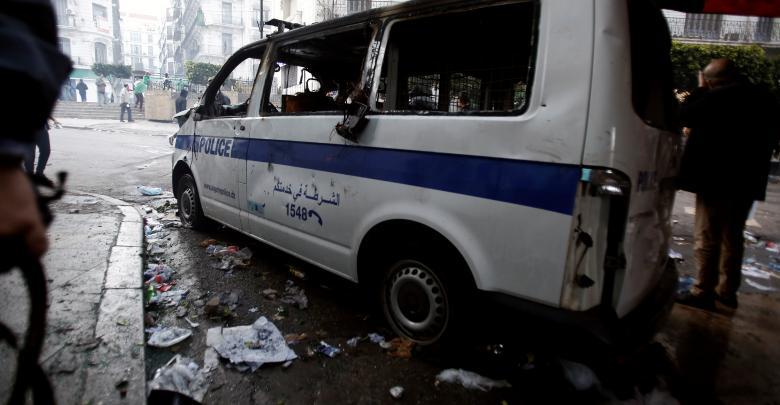 مواجهات عنيفة بين الشرطة الجزائرية والمتظاهرين